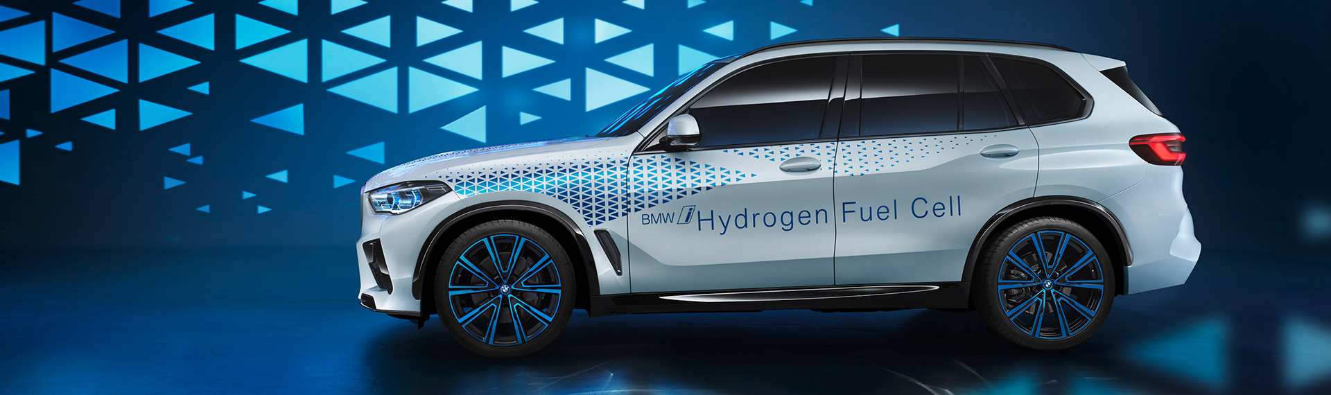Side profile of the BMW i Hydrogen NEXT