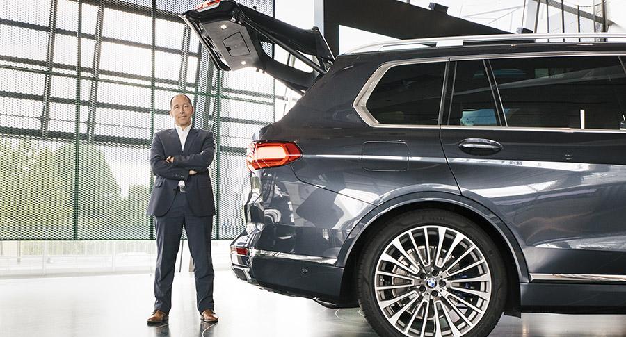 Project leader Jörg Wunder stood next to the BMW X7